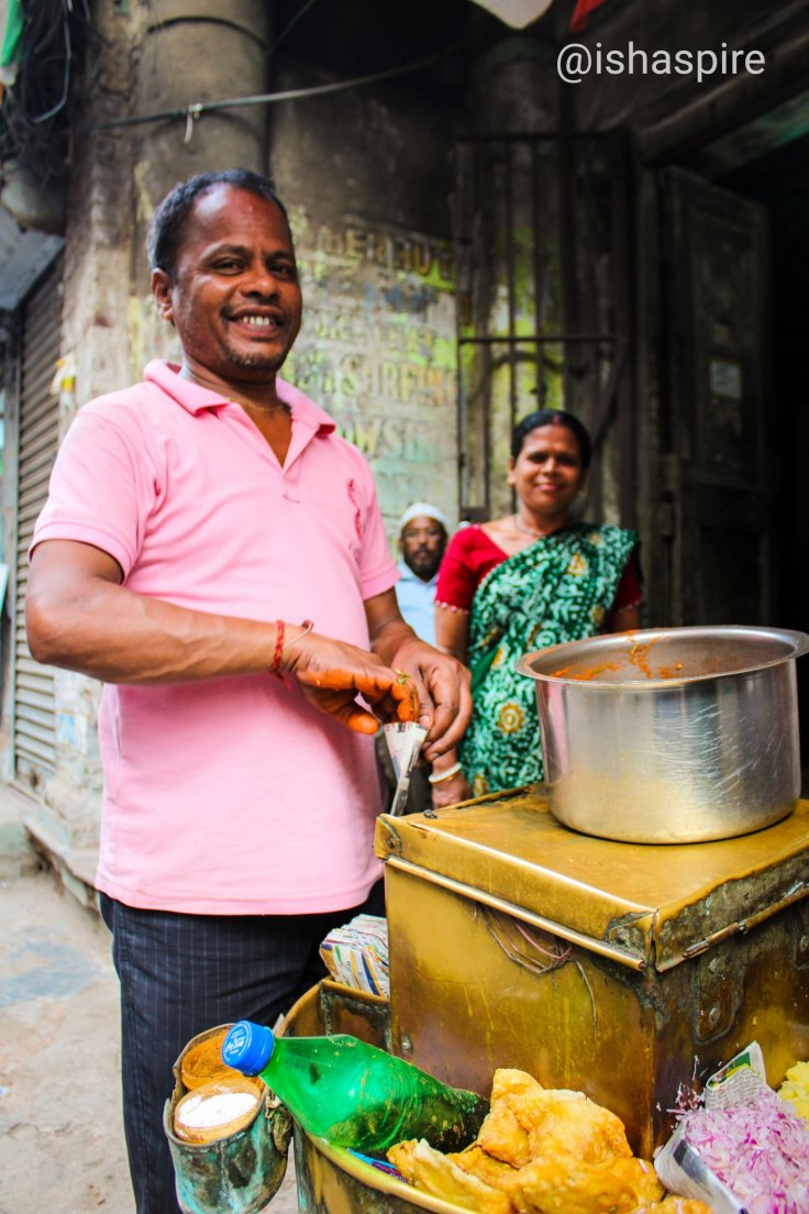 Hawker selling jhal muri at Kolkata's Ezra Steet