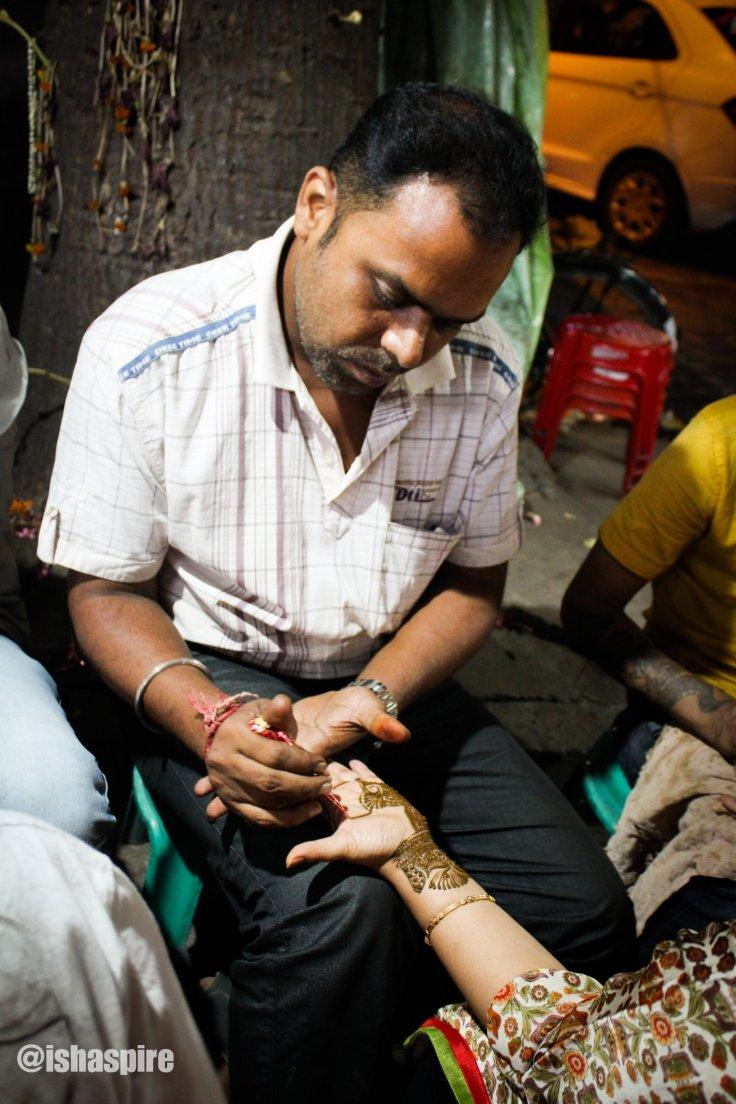 Image - Hawkers of Kolkata - Mehendi Artist