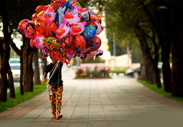 Image - Balloon Seller - Hawkers of Kolkata